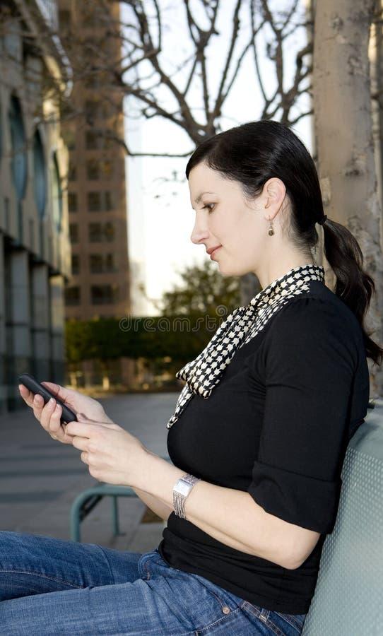 Beiläufige Geschäftsfrau lizenzfreie stockfotos