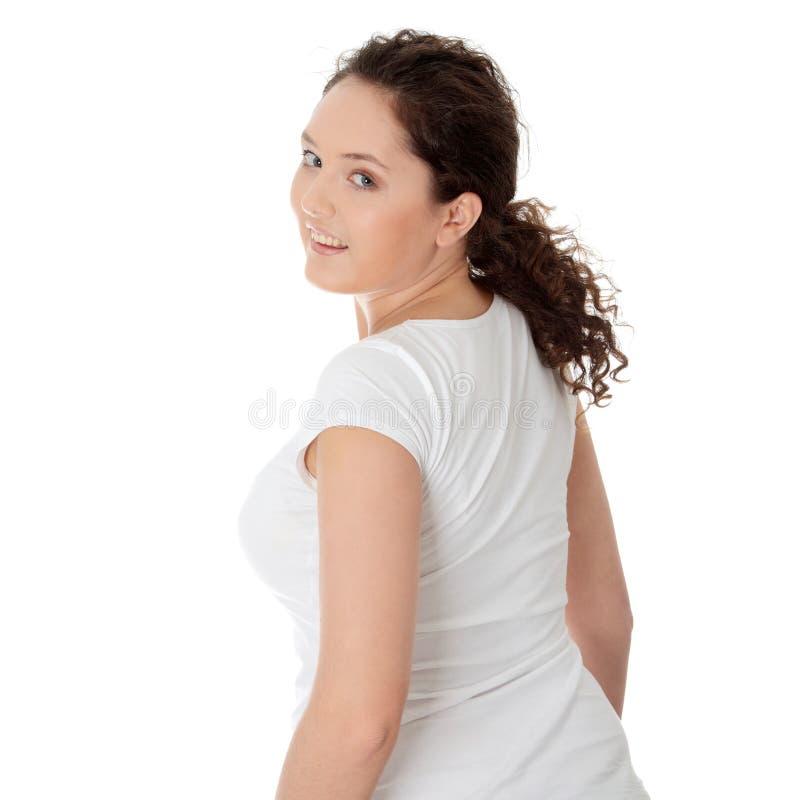 Beiläufige glückliche junge corpulent Frau lizenzfreies stockbild