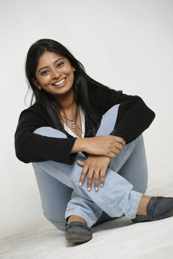 Beiläufige indische Frau lizenzfreie stockfotografie