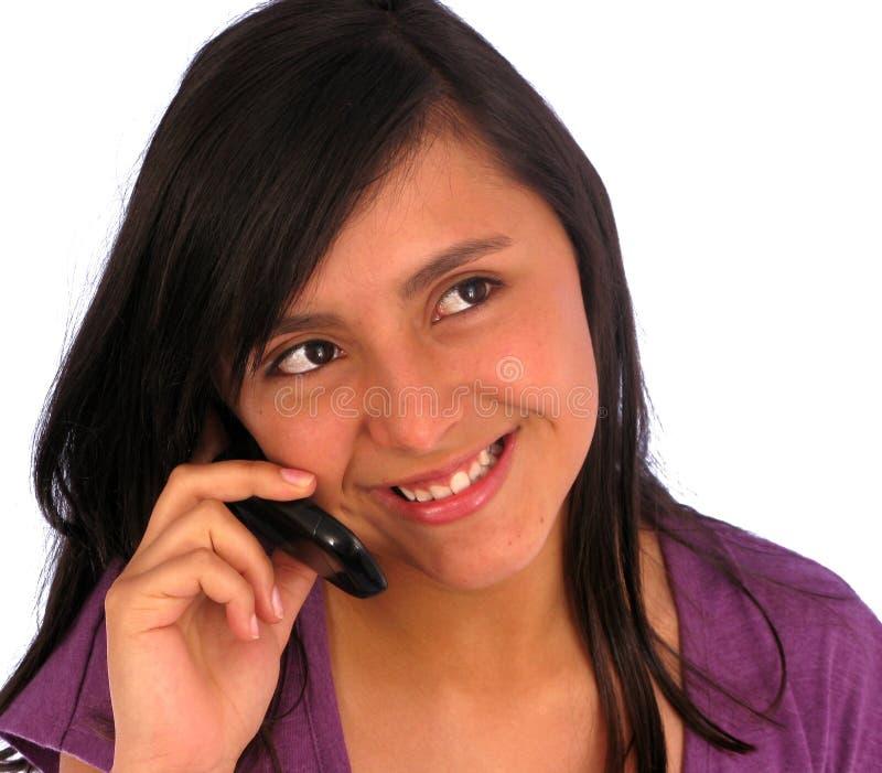 Beiläufiges Mädchen am Telefon stockfotos
