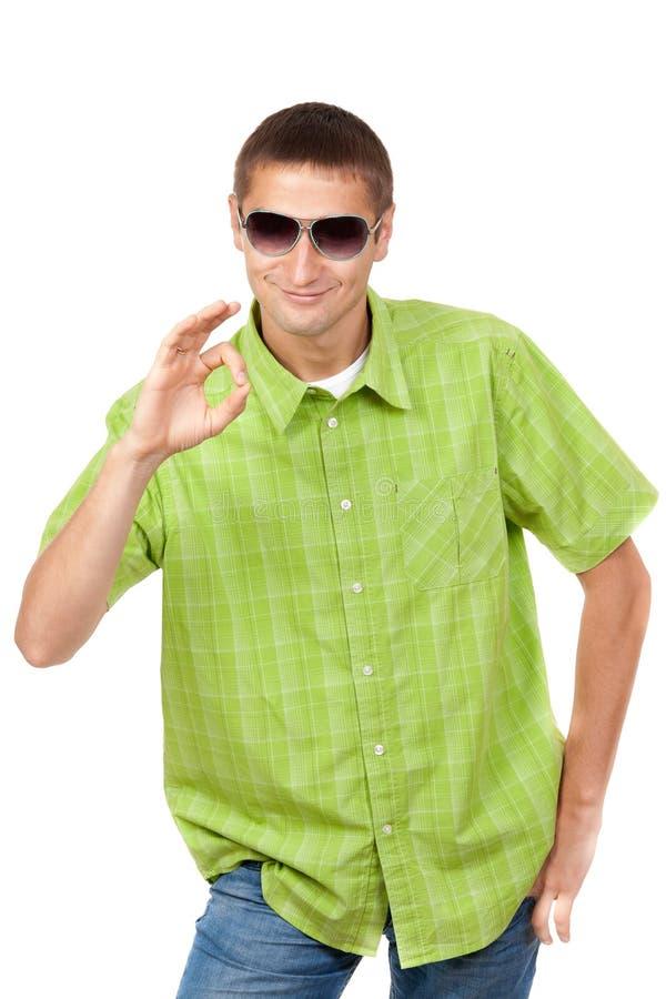 Beiläufiges Portrait eines Mannes in den Sonnenbrillen lizenzfreies stockbild