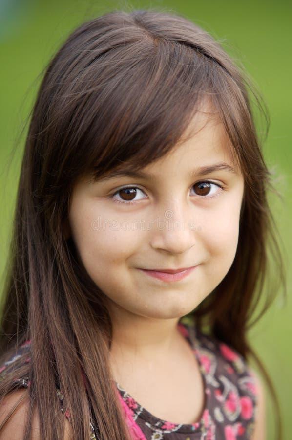 Beiläufiges schönes Mädchen stockbild