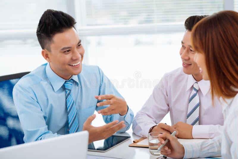 Beim Geschäftstreffen stockfoto