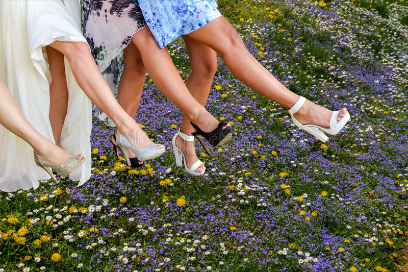 Beine der Frauenlinie Tanzen stockfotos