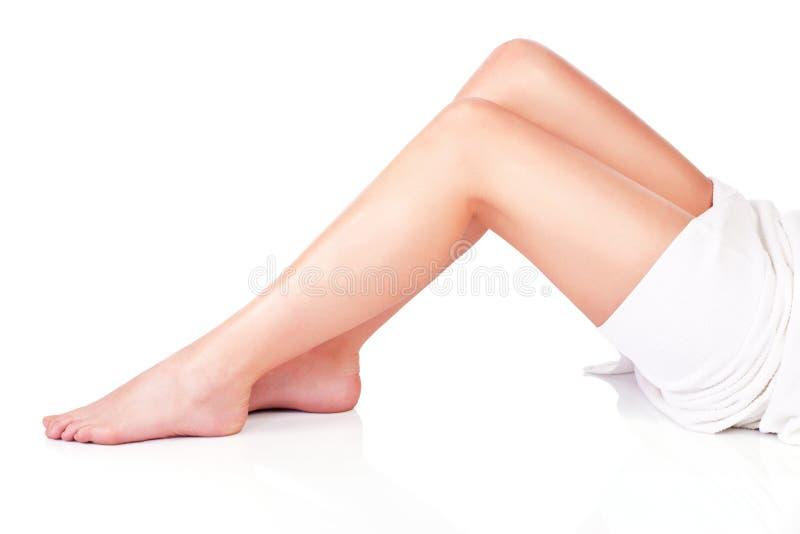 Beine der jungen Frau stockbilder