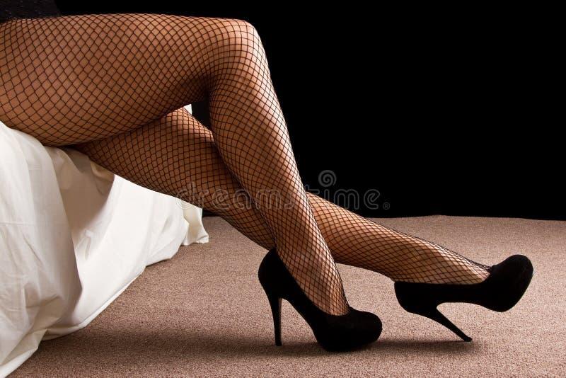 Beine Mit Schwarzem Hoch Heilen Schuhe Stockfoto