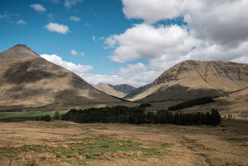 Beinn Dorain und Beinn ein 'Chaisteil in den Hochländern von Schottland lizenzfreie stockfotos