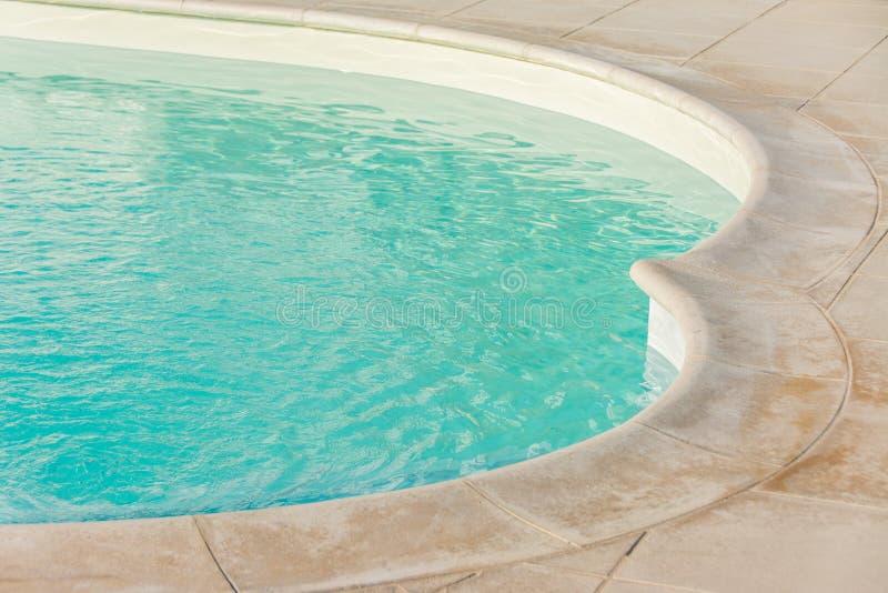 Beira da piscina imagens de stock