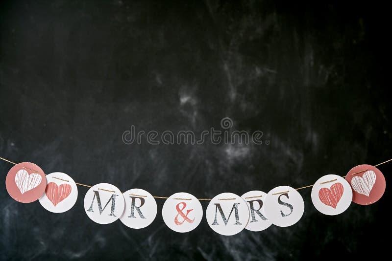 Beira da união dos recém-casados para o Sr. e a Sra. imagem de stock