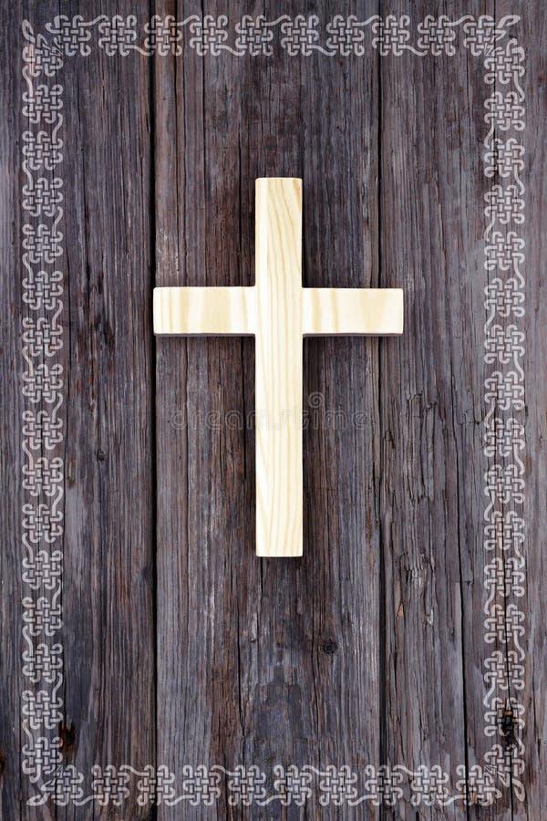 Beira de madeira cristã transversal do céltico do fundo imagem de stock royalty free