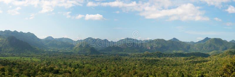 Beira de Myanmar, Tailândia, curso, montanhas imagens de stock
