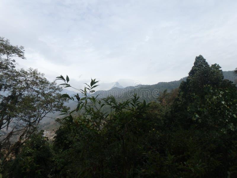 Beira do lago de Pokhara - e ele surroundgs do ` s imagens de stock