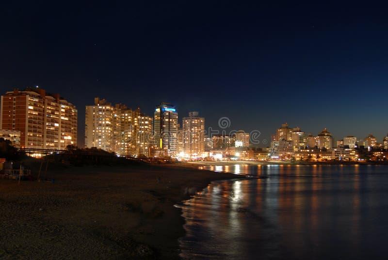 Beira-mar de Builings na noite fotos de stock royalty free