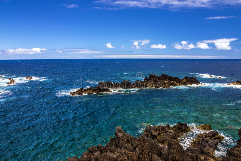 Beira-mar de Oceano Atlântico, ilha de Madeira, Porto Moniz, Portugal imagem de stock royalty free