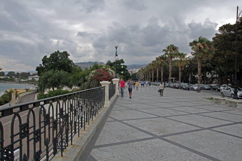 Beira-mar de Reggio calabria imagens de stock royalty free