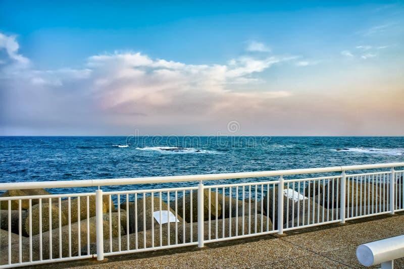 Beira-mar perto da cidade de Kamakura, Japão fotos de stock