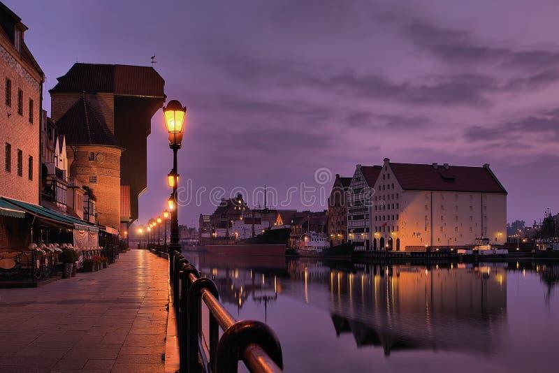 Beira-rio de Gdansk no alvorecer. imagens de stock