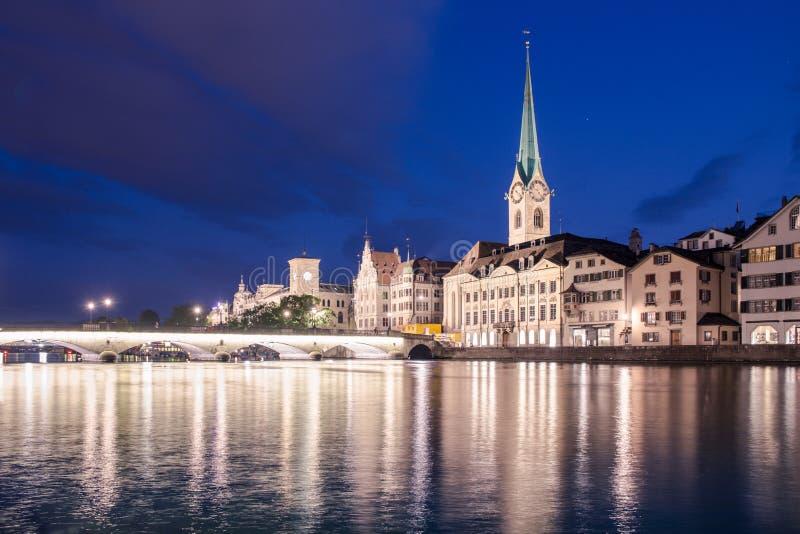 Beira-rio de Limmat em Zurique foto de stock