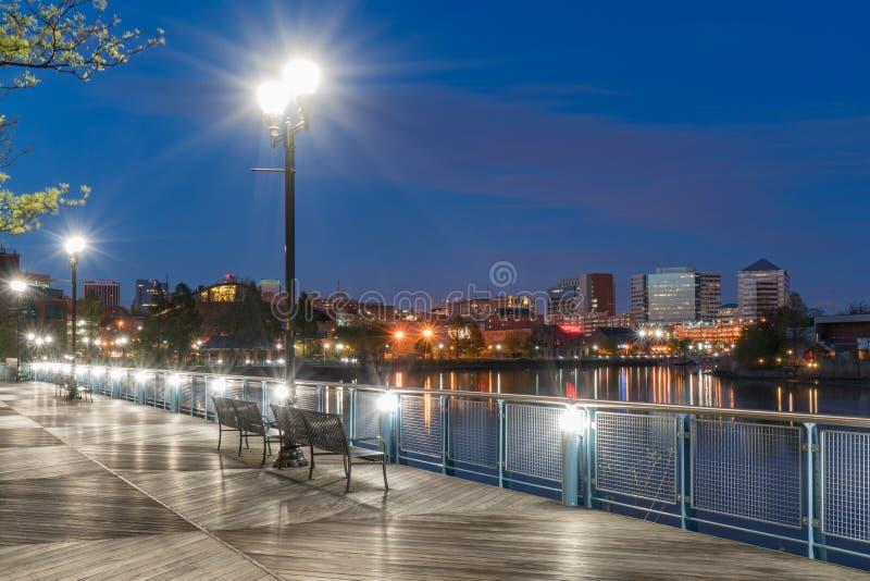 Beira-rio de Wilmington Delaware na noite foto de stock royalty free
