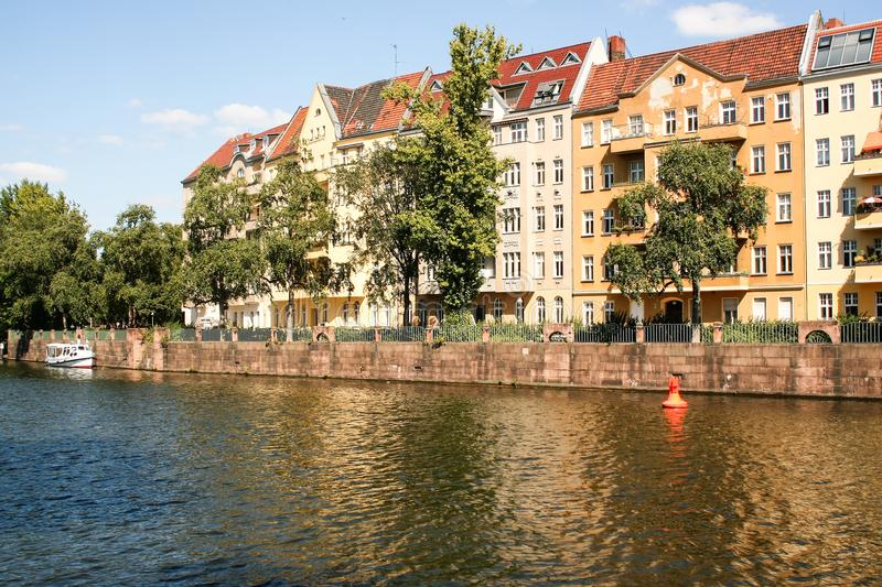 Beira-rio em Berlim imagens de stock royalty free