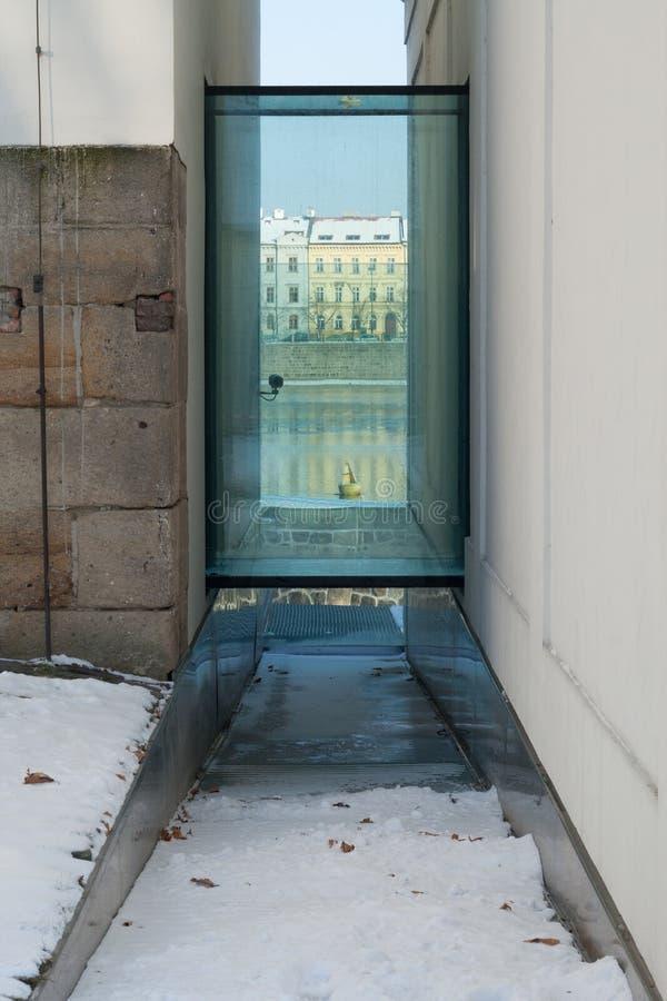 Beira-rio moderno de Praga da arquitetura imagem de stock