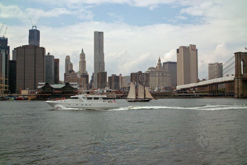 Beira-rio no parque New York da ponte de Brooklyn imagem de stock royalty free