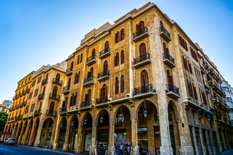 Beirut gula kulöra mång- jämna byggnader 03 royaltyfria bilder