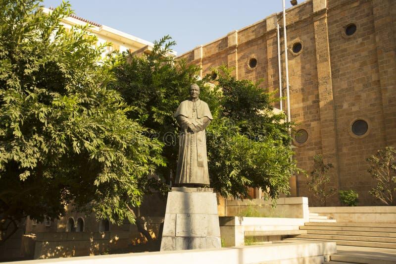 Beirut, Libano - 04 settembre, 2015: Il monumento a Papa Giovanni Paolo II a Beirut è situato vicino alla chiesa di Maronite Beir immagine stock libera da diritti
