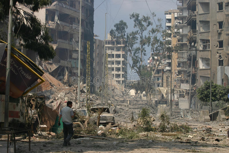 Beirut unter Bombardierung lizenzfreies stockfoto