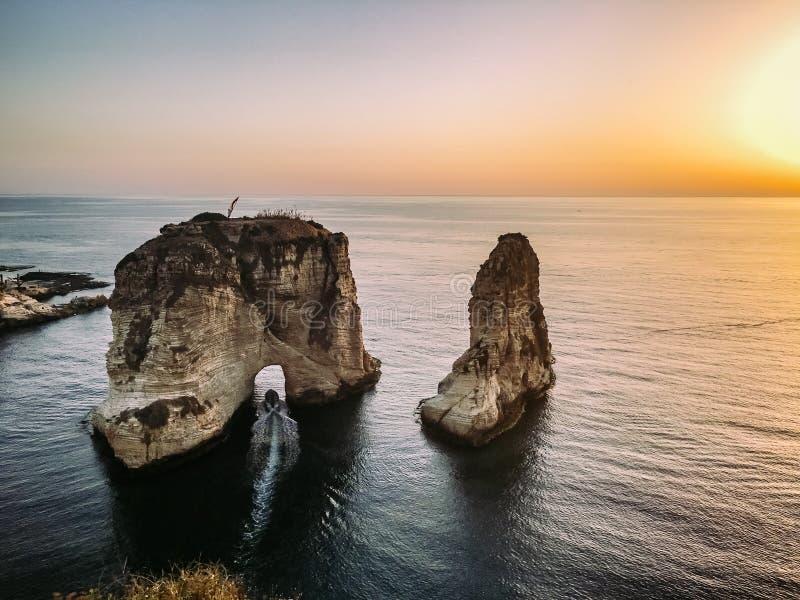 Beirute - rochas do pombo fotos de stock