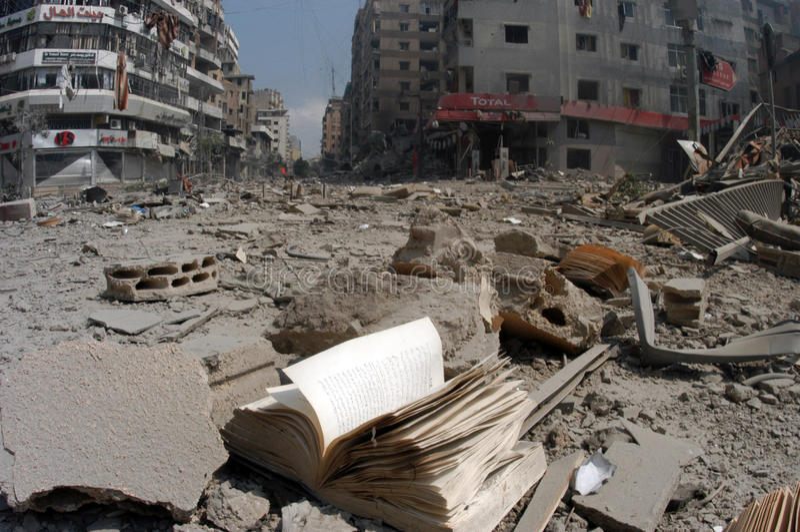 Beirute sob o bombardeio imagens de stock