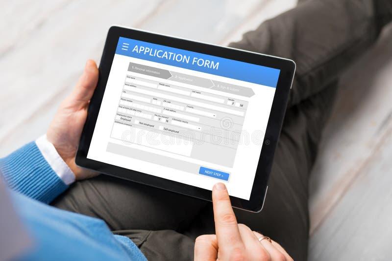 Beispielanmeldeformular auf Tablet-Computer stockbilder
