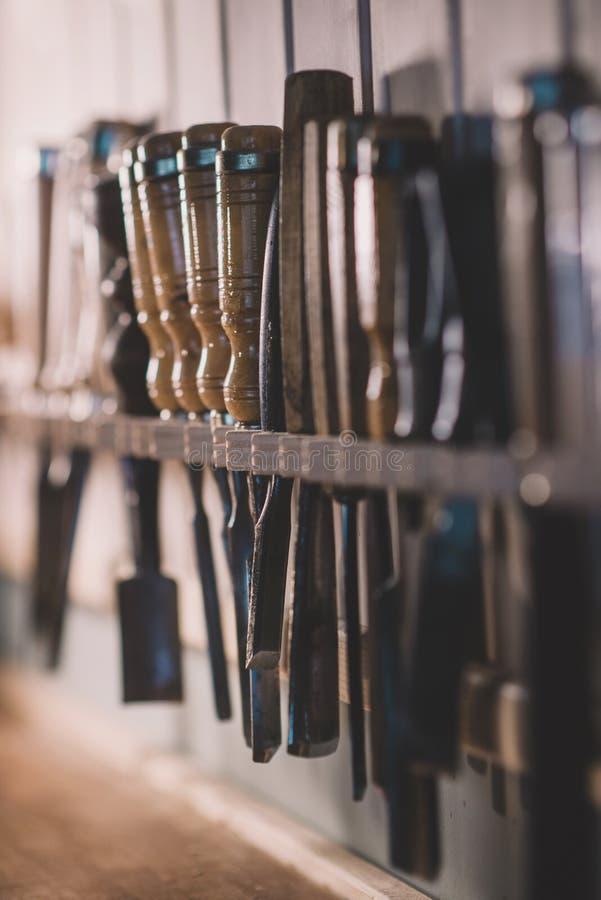 Beitel voor houten, meer luthier hulpmiddelen om te werken stock fotografie