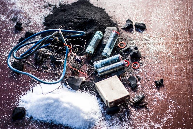 Beitrag oder Mischung zu Erdungsanlage oder Erdungsanlage I e-Kohle, Kohlenpulver, Salz, Natriumchlorid und Dr?hte stockfotos
