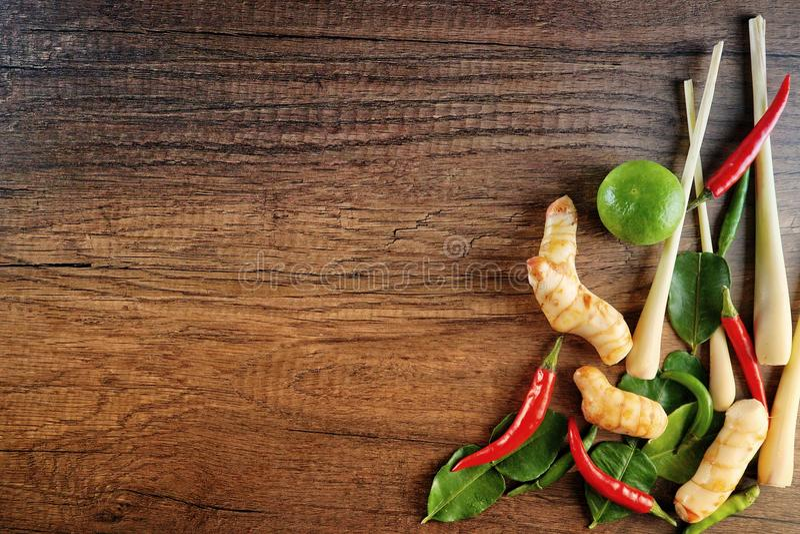 Beitrag zu Tom Yum Soup-Kochen lizenzfreie stockfotos