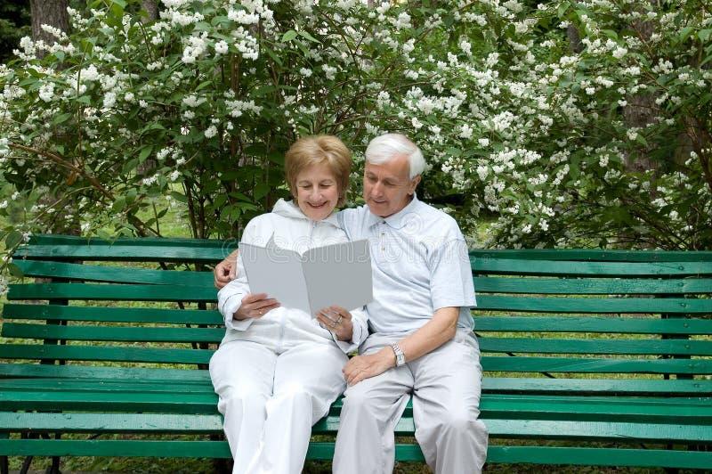 Bejaard paar royalty-vrije stock fotografie