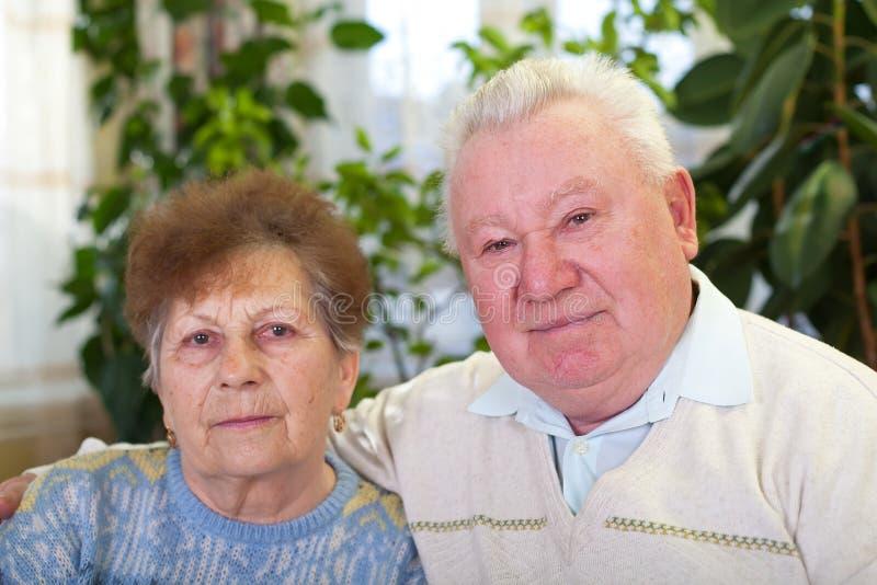 Bejaard paar thuis royalty-vrije stock fotografie