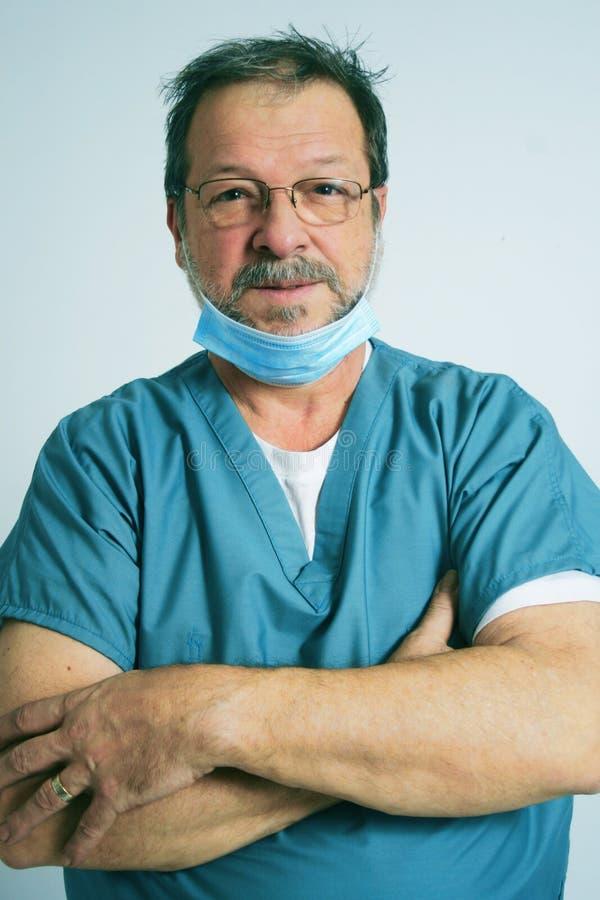 Bejaarde arts stock foto