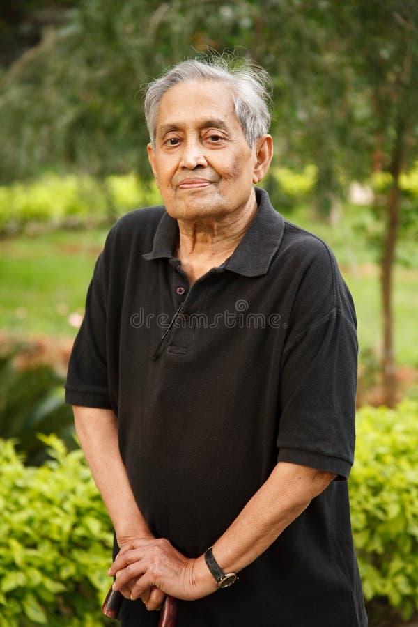 Bejaarde Aziatische mens stock foto