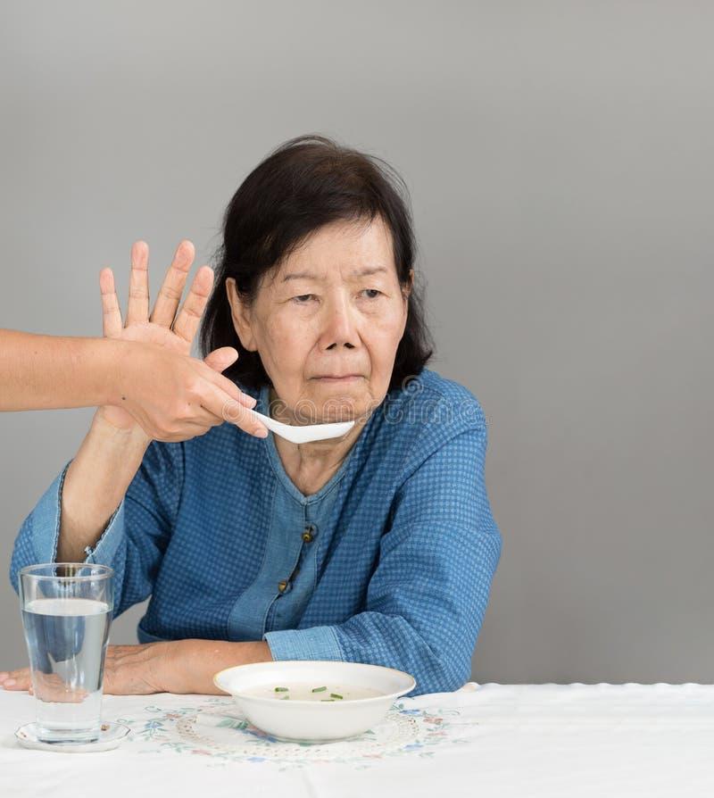 Bejaarde Aziatische vrouw bored met voedsel royalty-vrije stock afbeelding