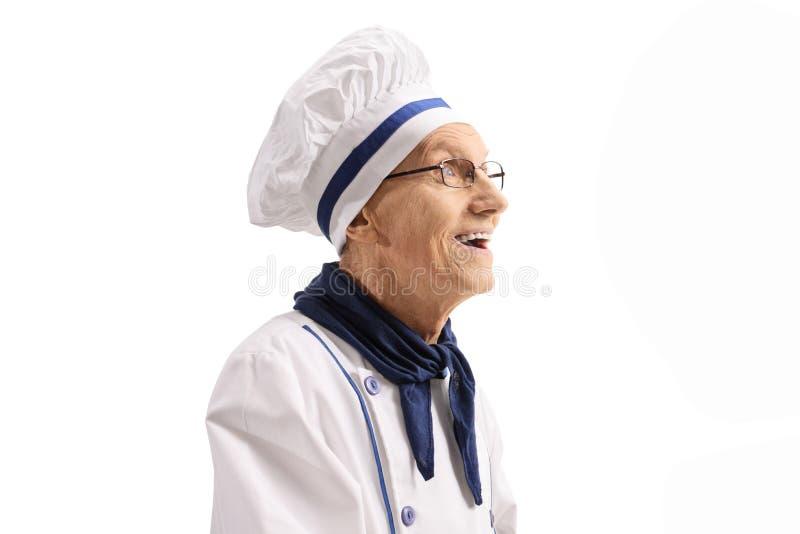 Bejaarde chef-kok in het eenvormige glimlachen royalty-vrije stock fotografie