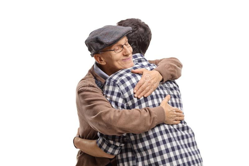 Bejaarde en een jonge mens die elkaar koesteren royalty-vrije stock afbeelding