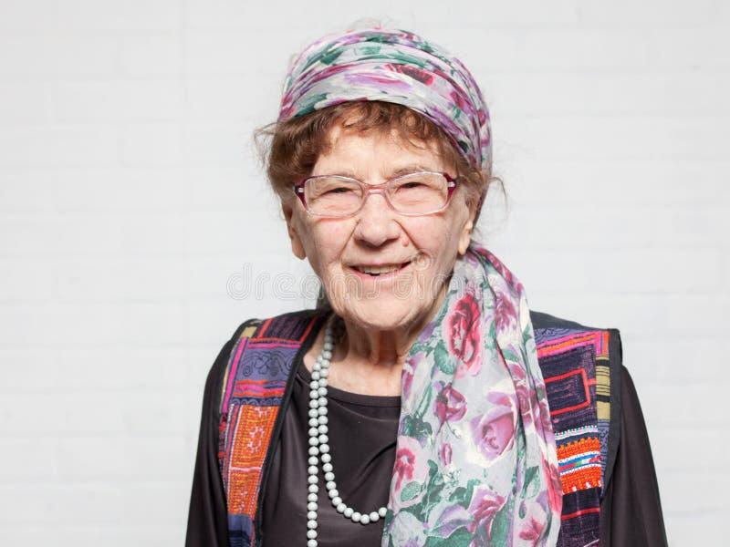 Bejaarde gelukkige vrouw stock foto's