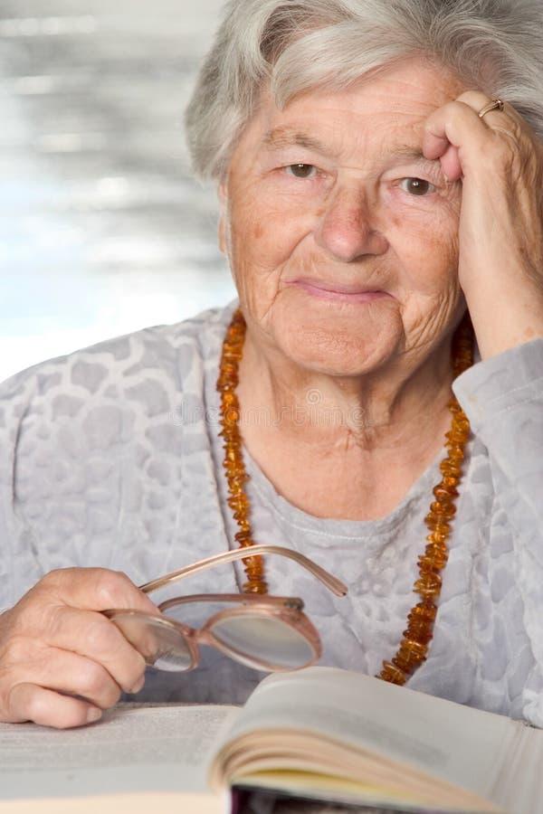 Bejaarde glimlachen royalty-vrije stock afbeeldingen