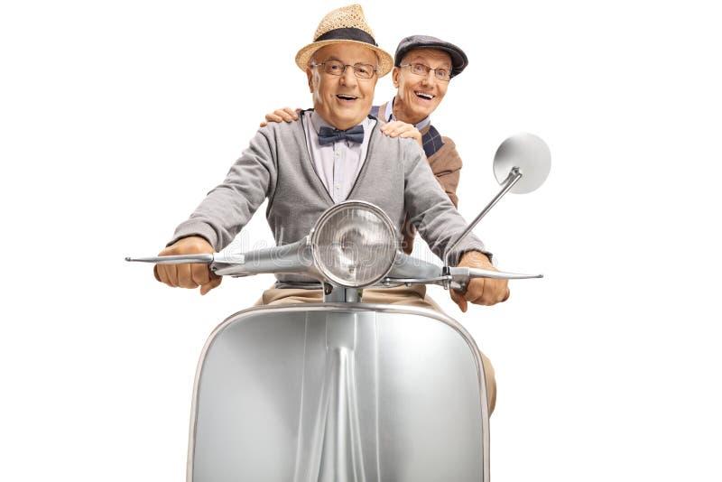 Bejaarde heer twee die een uitstekende autoped berijden royalty-vrije stock fotografie