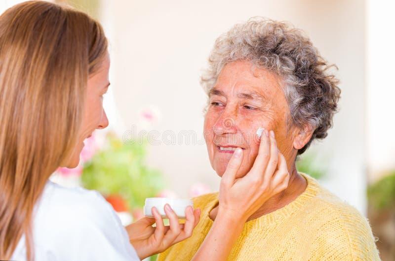 Bejaarde huiszorg stock foto