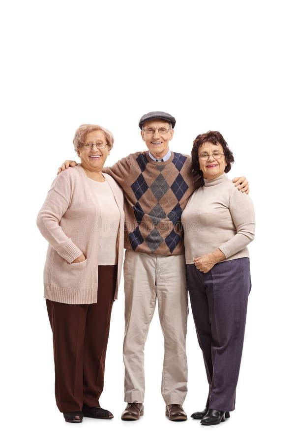 Bejaarde met twee bejaarden die de camera en KMIO bekijken royalty-vrije stock afbeelding