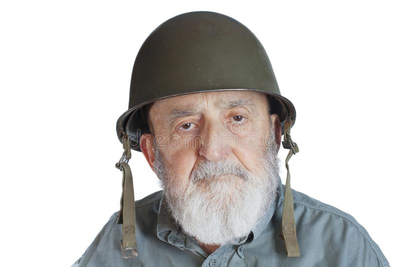 bejaarde militairveteraan die op wit wordt ge?soleerd royalty-vrije stock afbeelding