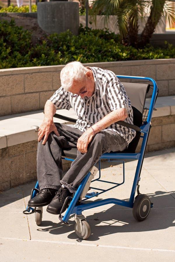 Bejaarde in moderne rolstoel stock foto's