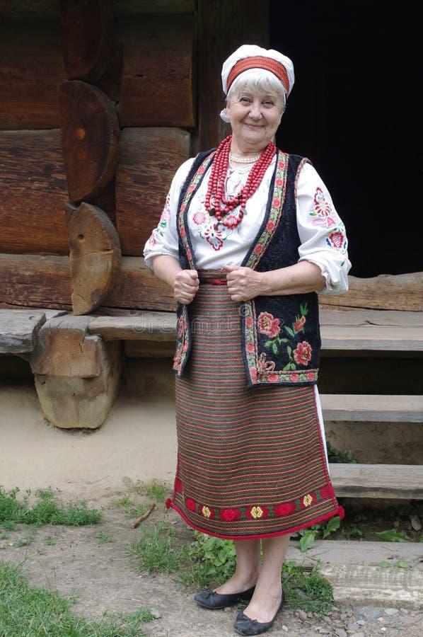 Bejaarde in Oekraïens volkskostuum stock foto's